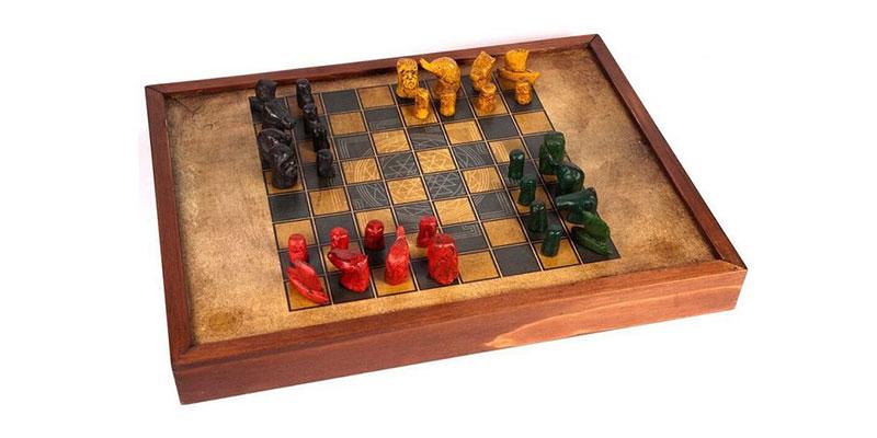 Tabuleiro de Chaturanga. Note a disposição das peças e a quantidade de  adversários. 3e048f886cf89