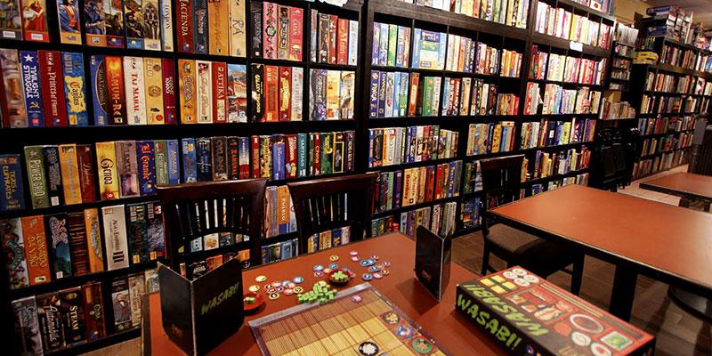 Salão de Jogos com uma grande variedade de Jogos de Tabuleiro. Existem 8756797359e57